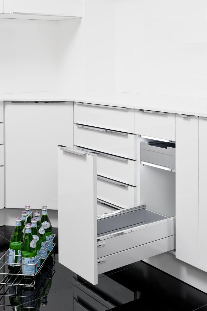 Cuisine rangements et meubles astucieux cuisine nolte for Armoire cuisine tiroir coulissant