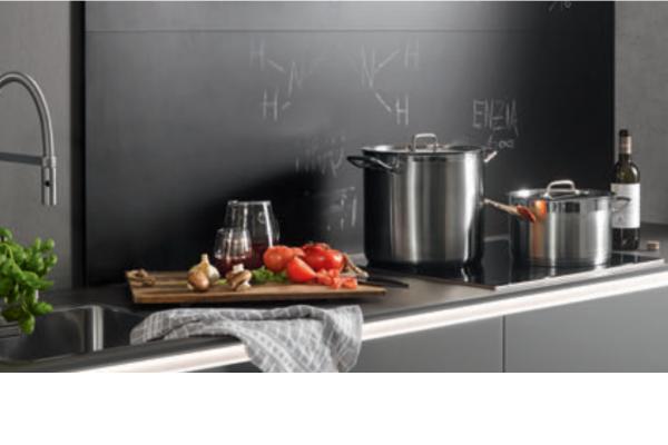 agencement de cr dence de cuisine cuisine nolte. Black Bedroom Furniture Sets. Home Design Ideas